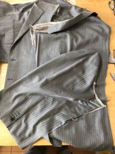 分解後のスーツ